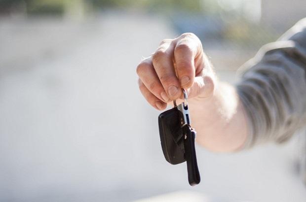 สิ่งที่ควรทำเมื่อลืมกุญแจไว้ในรถยนต์